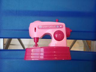Preciosa máquina de coser eléctrica para Nancy