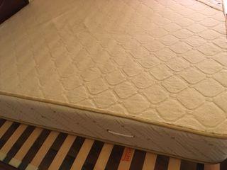Colchón y canape en perfectas condiciones