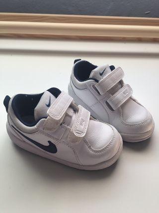 Zapatillas Nike bebé talla 23,5 europa