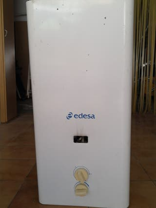 Calentador de agua a gas Edesa.