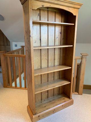 Standing bookshelf