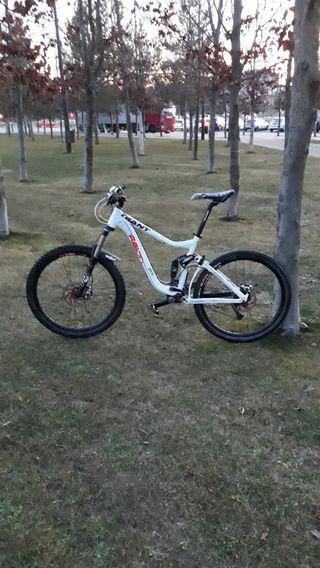 Bici doble suspensión Giant