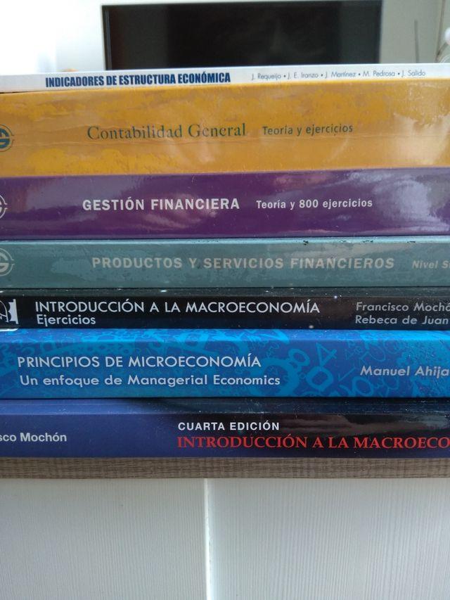 Lote libros Grado ADE - UNED