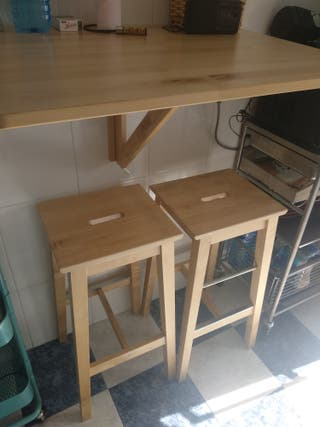 mesa abatible pared + dos taburetes