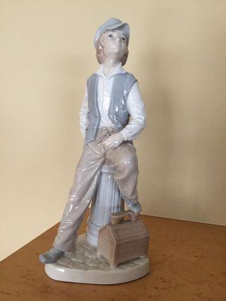 Figura porcelana NAO antigua