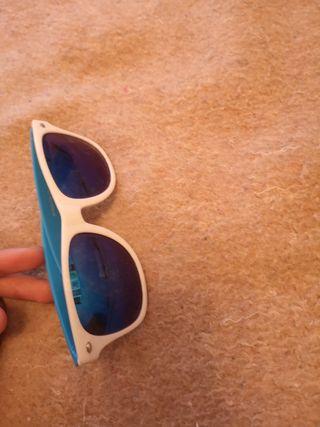 gafas con cristales azules