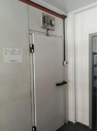Camara frigorífica panel sándwich 230 cm por 190