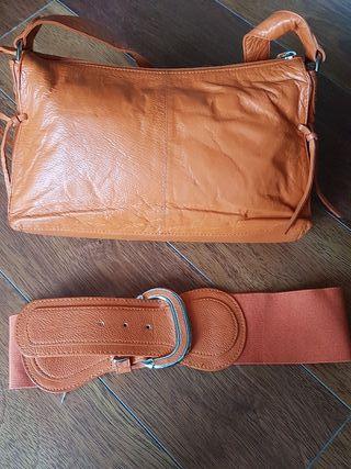 Bolso de piel y cinturón a juego