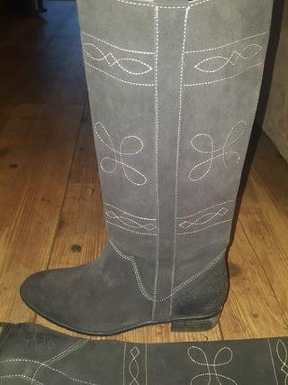 Auténticas botas camperas de piel gris oscuro