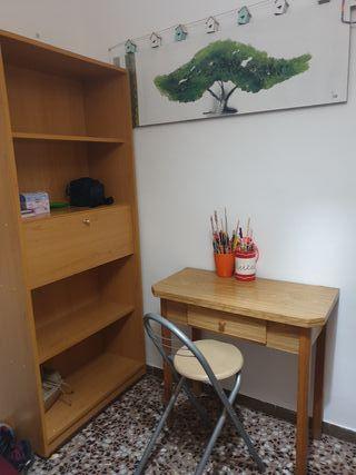 armario, mesa y silla