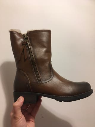 Female boots, size 5 UK (38 EU) with fur inside