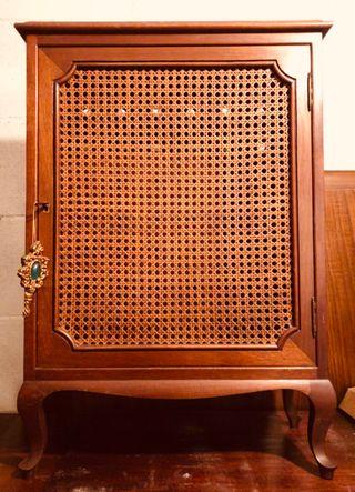 Armario cubre radiador de madera antiguo