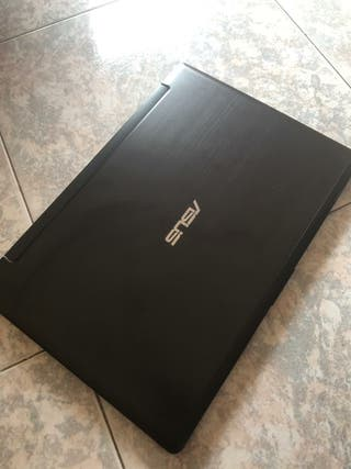 Asus i7 8G Ssd 750 pantalla tactil