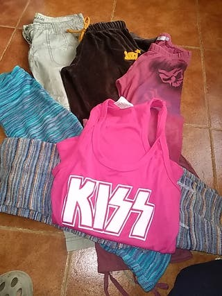 6 pantalones y una camiseta