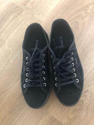 Zapatillas VICTORIA negras plataforma