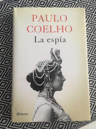 La espía Paulo Coelho