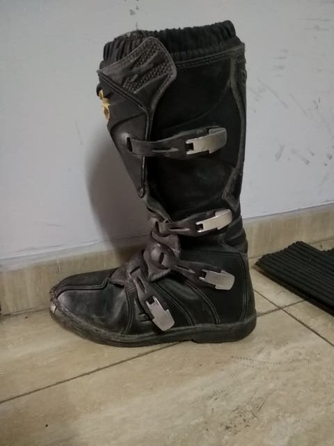 botas de moto y ropa