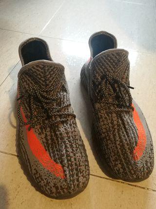Zapatilla Adidas Yeezy Boost Gris y Naranja