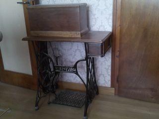 vends ancienne machine à coudre Singer