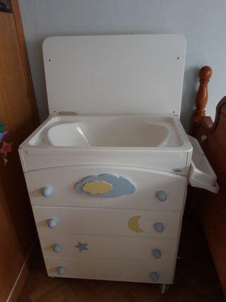 Cómoda, cambiador y bañera