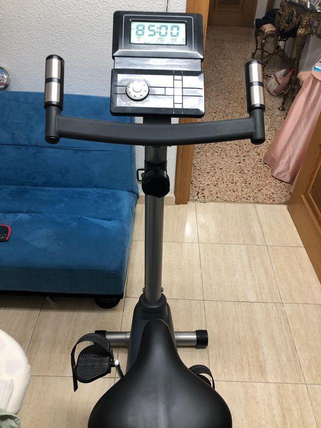 Bicicleta estática BH Rhyno COMO NUEVA