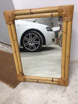 Espejo de mimbre
