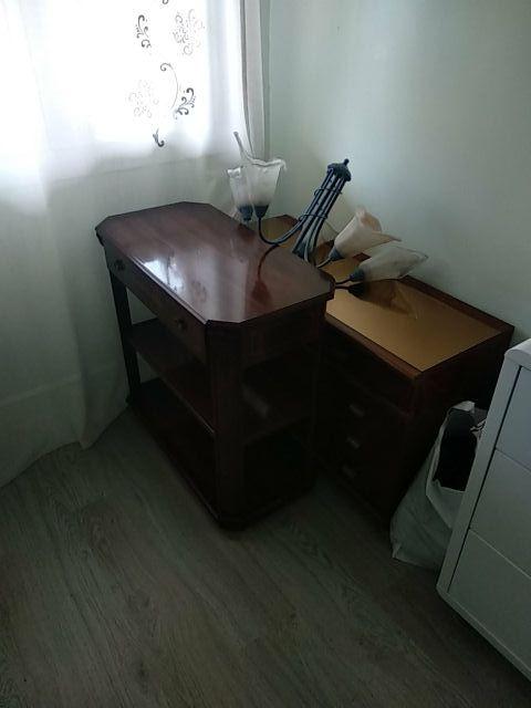2 muebles y 1 lampara