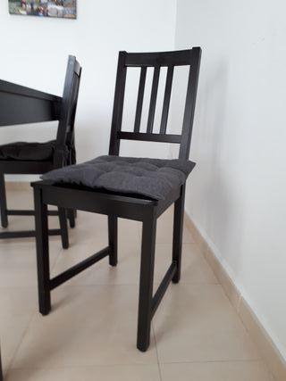 mesa y sillas del comedor