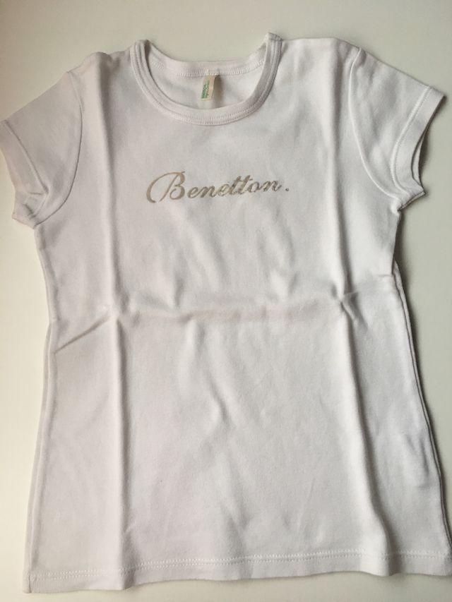 local los padres de crianza Cielo  Camiseta Niña Benetton Talla:4 de segunda mano por 2 € en Illescas en  WALLAPOP