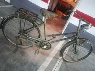 bicicleta antigua muy antigua