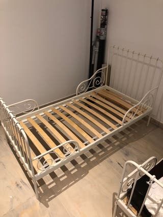 Se venden camas forjadas para bebés - niños.