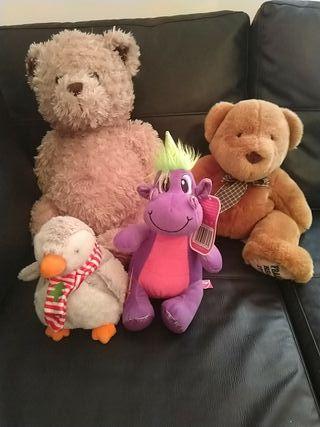 4 soft teddys