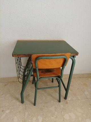 Pupitre escolar vintage con silla