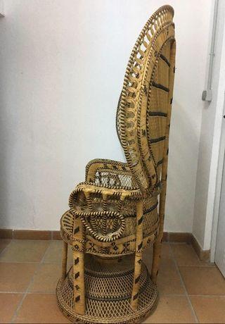 Sillon emmanuelle peacock ratan bambu alquiler