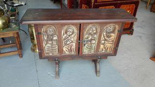 Mueble recibidor de madera tallada, estilo español