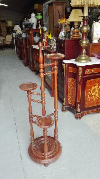 Macetero de madera, con tres alturas
