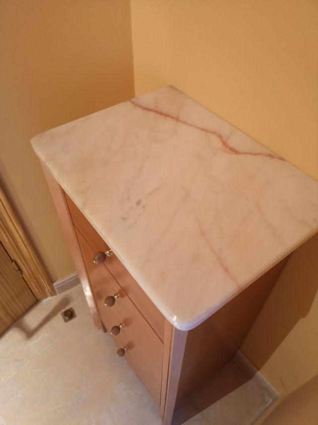 Mueble de baño con encimera de marmol