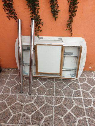 Mesa con patas de acero