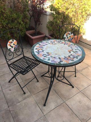 mesa jardin y sillas preciosa