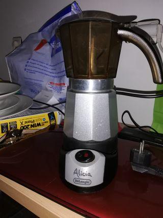 Cafetera Alicia eléctrica, y utensilios cocina