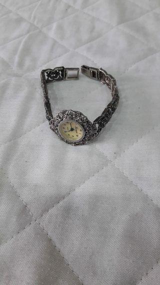 24dd7274c468 Reloj de plata con marquesitas de segunda mano en WALLAPOP