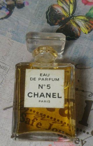 perfume CHANEL N5. eau de parfum