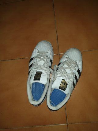 Zapatillas SuperStar adidas.