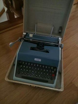 Máquina de escribir Olivetti studio de luxe