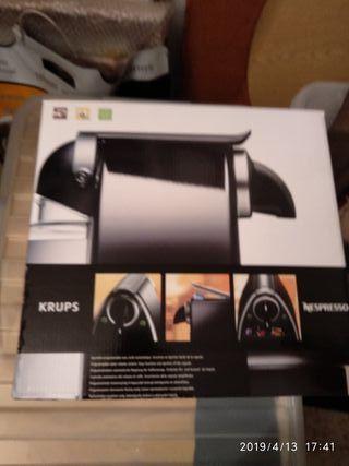 Cafetera Nespresso C101 Automáticamente Expresso