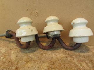 Tres antiguos aislantes postes luz porcelana