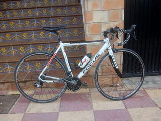 Bicicleta focus montada en shimano 105