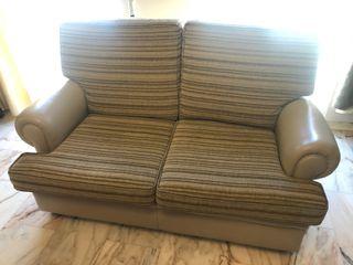 Sofá 2 plazas piel y cojines tapizados