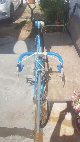 Bicicleta carretera paseo económica