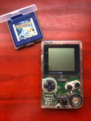 Game Boy Pocket translúcida + Pokémon Azul